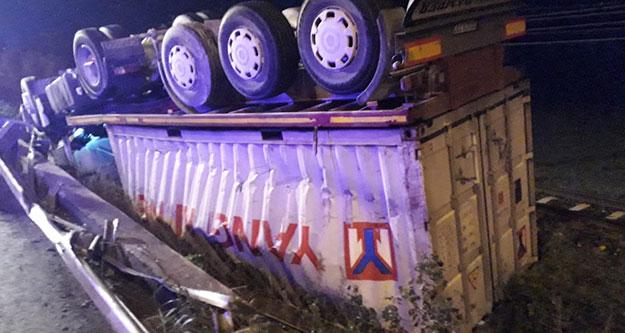 Aydın'da devrilen kamyonun Denizlili şoförü yaralandı