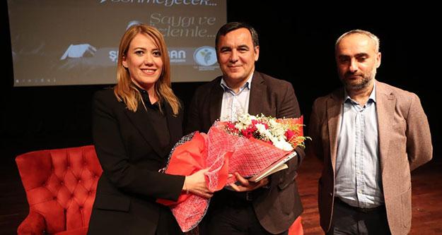 Gazeteciler Zeyrek ve Saymaz Atatürk'ü anlattı, kitap imzaladı