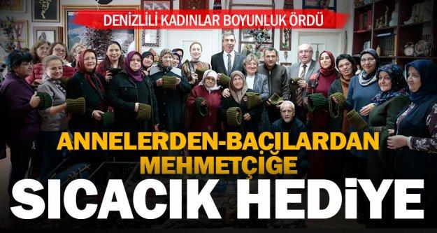 Denizlili kadınlar Mehmetçiğe boyunluk ördü