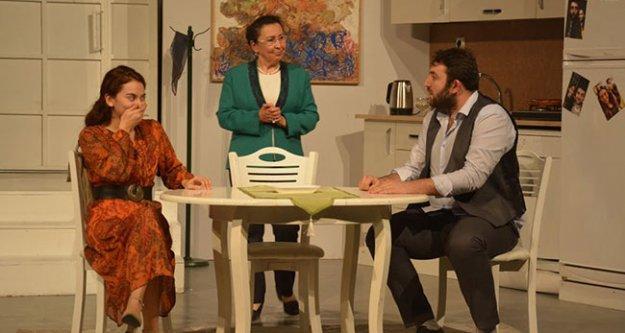 'Geç Kalanlar' oyunu Sarayköy'de sahnelendi