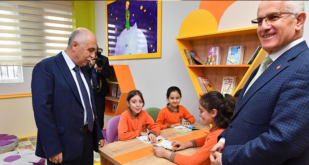 Necip Fazıl Kısakürek İlkokulu'na Z-Kütüphane