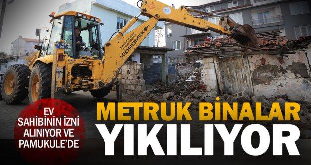 Pamukkale'de metruk bina yıkımı devam ediyor