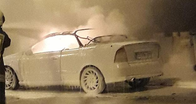 Park halindeki aracın kundaklandığı ileri sürüldü