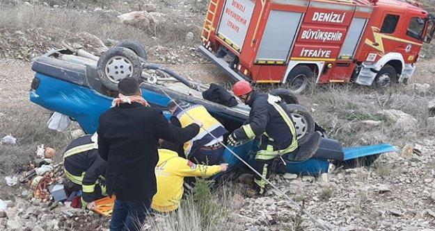 Şarampole devrilen otomobilde sıkışan iki yaralı kurtarıldı