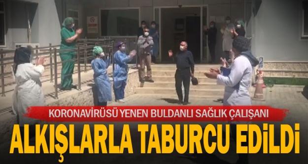 Buldan'da koronavirüsü yenen sağlık çalışanı alkışlarla taburcu edildi