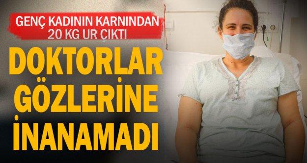 Egekent Hastanesi'nde genç kadının karnından 20 Kg. ur çıkarıldı