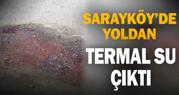 Sarayköy'de yoldan termal su çıktı