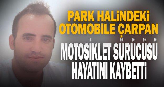 Park halindeki otomobile çarpan motosiklet sürücüsü hayatını kaybetti