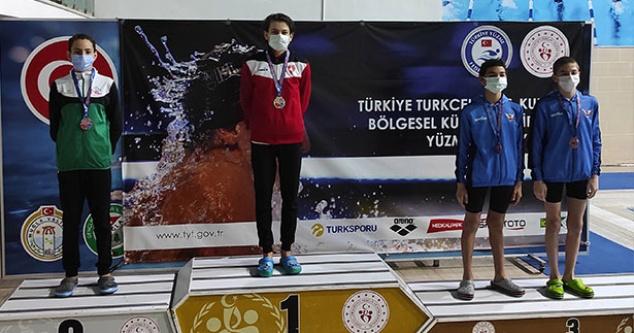 Büyükşehir yüzme şampiyonasından madalyalarla döndü