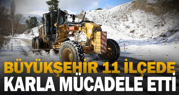 Büyükşehir 11 ilçede karla mücadele etti