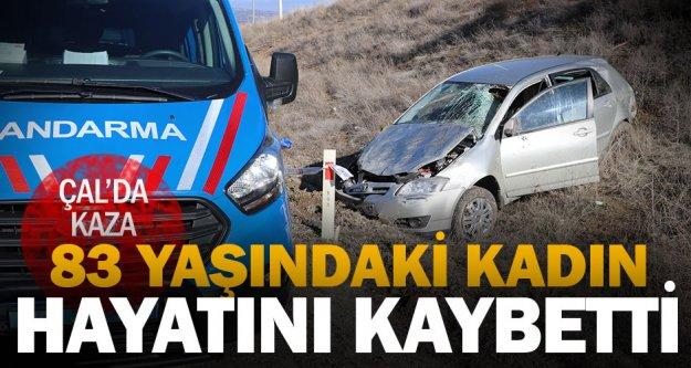 Çal'da devrilen otomobildeki yaşlı kadın hayatını kaybetti, oğlu yaralandı