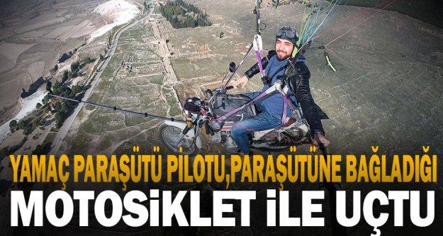Yamaç paraşütü pilotu, paraşütüne bağladığı motosikletle Pamukkale semalarında uçuş yaptı