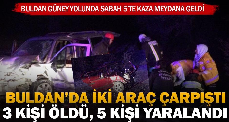 Buldanda iki araç çarpıştı; 3 kişi öldü