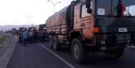 Asker yolu şaşırdı vatandaş kıskaca aldı