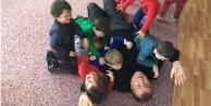 Çocuklar Başkanı yere serdi