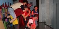 Çocuklar tiyatroya doydu
