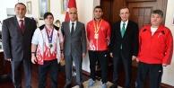 Vali Karahan#039;dan şampiyonlara altın