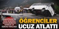 Denizli#039;de öğrenci midibüsü devrildi: 24 yaralı
