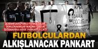 Futbolcular 'Çocuk istismarına hayır pankartıyla sahaya çıktı