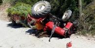 Traktör devrildi, sürücü altında kaldı
