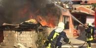 Fatih'teki yangın eve sıçramadan söndürüldü