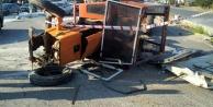 İşçi servisi traktörle çarpıştı