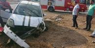 Otomobilin lastiği patladı 4 kişilik aile yaralandı