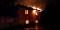 Sarayköyde 2 katlı ev alev yandı
