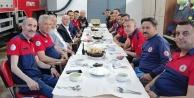 Başkan Özbaş, itfaiye erleriyle iftar yaptı