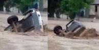 Acıpayam'da sel: otomobil ve traktör sürüklendi