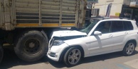 Lüks cip park halindeki kamyona çarptı