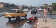 Otomobil elektrikli bisiklete çarptı: 2 yaralı