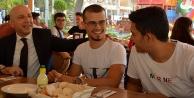 PAÜ Sarayköy Meslek Yüksekokulu'na yerleşen öğrenciler belediyenin yemeğinde bir araya geldi