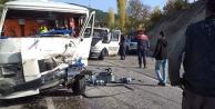 Çameli'de kamyonet ve minibüs çarpıştı: 2 yaralı