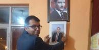 CİMER'e şikayet edilen muhtar afişi kaldırdı, başkanın fotoğrafını astı