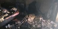 Elektrikli soba evi yaktı; anne kız hastaneye kaldırıldı