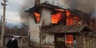 Acıpayamda iki katlı ev çıkan yangında kullanılamaz hale geldi