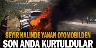 Seyir halinde yanan otomobilden diğer sürücülerin uyarısıyla kurtuldular