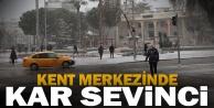 Denizli#039;de kent merkezinde kar yağdı