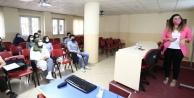 Gençlik Meclisi#039;nden diksiyon, sunuculuk ve spikerlik eğitimi