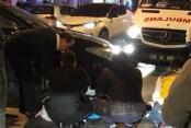 Motosiklet ara yoldan çıkan otomobile çarptı