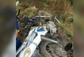 Motosiklet uçtu; 2 kişi yaralandı, köpek telef oldu
