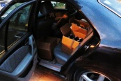 Bulgaristan plakalı lüks araçta 204 şişe kaçak içki