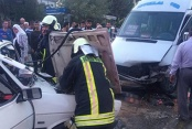 Yolcu minibüsüyle otomobil çarpıştı: 7 kişi yaralandı