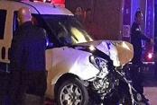 Polis otosu ile otomobil çarpıştı, 2'si polis 3 kişi yaralandı