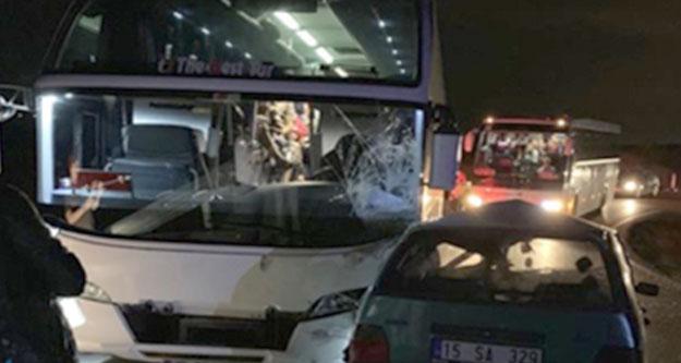 Tur otobüsü otomobille çarpıştı: 5 kişi yaralandı