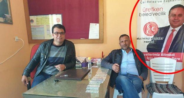 Muhtar odasındaki afiş CİMER'e şikayet edildi