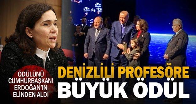 Prof. Beyazıt, Halil İnalcık Özel Ödülü'ne layık görüldü, Cumhurbaşkanı Erdoğan'ın elinden aldı