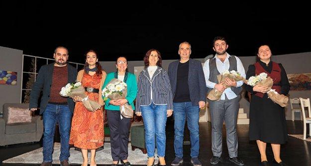 Başkan Zolan ve eşi Berrin Zolan, Geç Kalanlar'ı izledi