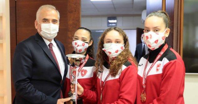 Altın kızlardan Başkan Zolan'a ziyaret